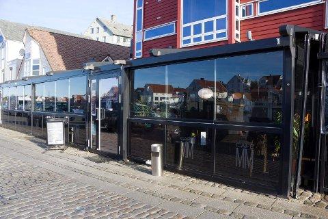 SVINDEL: Inventums restaurant MM Cafè og Bar opplever at noen har opprettet en nesten identisk lik Facebook-profil. Den er falsk, advarer innehaveren.