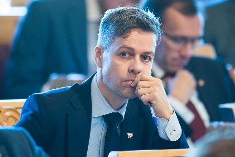 Kristelig Folkepartis leder Knut Arild Hareide deltok onsdag i trontaledebatten på Stortinget. Torsdag og fredag møter han fylkeslagene i Agder og Rogaland for å diskutere samarbeidsspørsmålet.