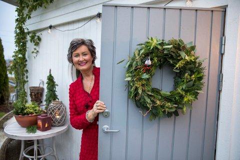 Elisabeth Lindaas Skeie har bevart noe av barndommens hytteminner i egen hage.