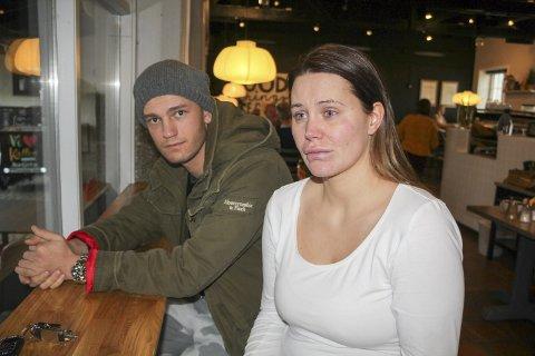 FORTVILET SITUASJON: Samboerparet Tobias Steinsvik og Jeanett Dyrseth i Haugesund mistet alt de eier i brann fredag ettermiddag.