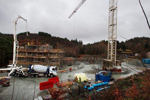 Sammenligner man utviklingen for leiligheter fra andre kvartal til tredje kvartal i år, har prisen på salgstidspunktet økt med 2,5 prosent. Bildet er fra byggeprosjekt Kvednatunet i Haugesund.  Illustrasjonsfoto:  Harald Nordbakken