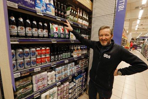 ALKOHOLFRITT: – Jo bedre utvalg, desto kjekkere er det, synes  avdelingsleder for meieri og drikkevarer på Obs Amanda, Idar Persson om sortimentet i alkoholfritt øl.