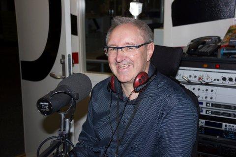 PRISVINNER:  - Jeg er musikkfan som spiller musikk på radio - og får lønn for det, sier Egil Houeland (58), journalist og programleder i Radio 102.
