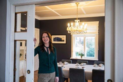 Hus med historie: Det er originale glassdører mellom stuen og spisestuen hos Siri Bjøndal.
