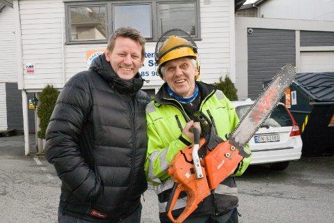 FÅR STØTTE: Daglig leder Bjørn Orhammer (t.v.) ved Karmsund ABR-senter og arbeidsleder Trond Hågensen.