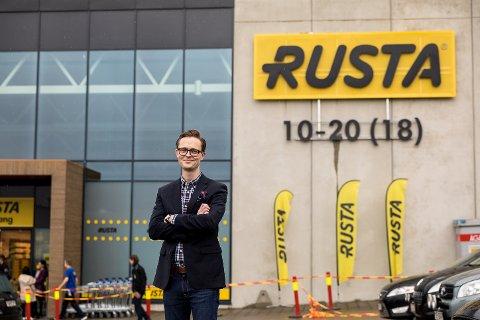 OVER ALL FORVENTNING: Daglig leder i Rusta Norge, Erlend Kramer er svært fornøyd med rekrutteringen.
