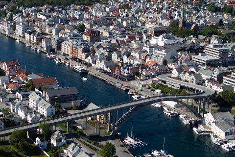 Indre Kai, Haugesund, Risøy bru, sentrum, Smedasundet.