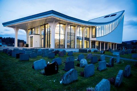 OSLO  20171208. Nye Hønefoss kirke på Ringerike i Buskerud vigsles søndag den 10. desember, 155 år etter at den gamle kirken ble vigslet. Kirken er bygget på samme sted som den gamle kirken sto. Denne brant ned i januar 2010.  Foto: Cornelius Poppe / NTB scanpix