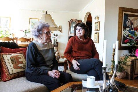 Johanne Sundfør og datteren Ida Sundfør. Moren har flyttet hjem til datteren nå. Hun orket ikke å bo hjemme lenger, nå når kommunens hjemmetjeneste er blitt en del av hennes og mannes hjem.