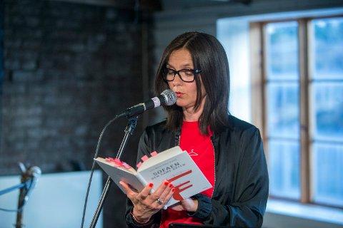 HAUGESUNDER: Lise-Marte Vikse Kallåk var første lyriker ut i kveld i Lyrikkhjørnet i Bodegaen.