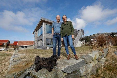 I mars i år besøkte vi Torgeir og Margit Vea i det nye hjemmet på Sandve. Mandag begynner han i ny jobb som sjømannsprest på Tenerife. I oktober flytter hun etter, til sin nye jobb.