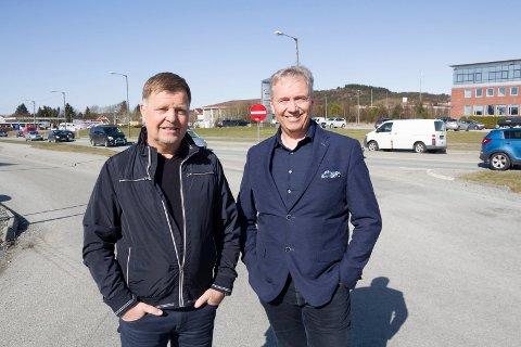 OVERRASKET: Investorene Ole Ben Pedersen i Berg Eiendom og John Gilbert Helgeland ble positivt overrasket over bred aksept og god respons fra politikerne.
