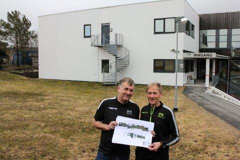 Rektor Harald Tvedt og toppidrettssjef Leif Sævareid ved Haugesund Toppidrettsgymnas. I juni starter arbeidet med et 1.000 kvadratmeter stort påbygg, og høsten 2019 regner de med at ungdomsskolen HTG-U åpner. Men rådmannen vil ikke ha den.