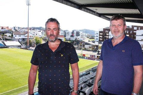 Arne Utvik og byggeleder Idar Heitmann i A. Utvik AS. Utbyggingen sør for Haugesund stadion i bakgrunnen. Den skal være ferdig i 2020.