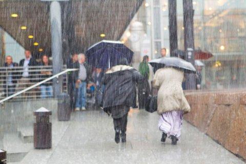 TORSDAG KOMMER REGNET: Søringer kan glemme en solfylt fridag på torsdag. Det blir mye regn over hele Sør-Norge.