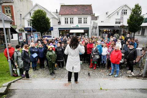 AKTIV: Askeland er aktiv. Her holder hun en appell i forbindelse med en demonstrasjon i Haugesund.