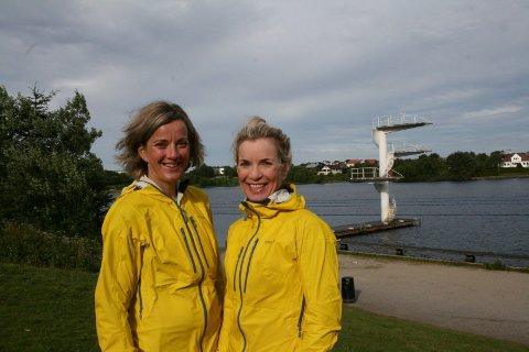 SPREK FAMILIE: Søstrene Ann Åse Stava (t.v.) og Liv Sæbø Stava skal begge delta i Ironman søndag, sammen med to eldre brødre.