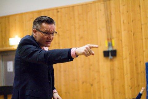 Karmøy-ordfører Jarle Nilsen (Ap) vet ikke hvorfor Karmøy Frp mener han må få revet sykehjemmet i Skudeneshavn før valget.