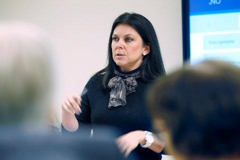 JOBBER AKTIVT: Anne Askeland jobber til daglig som koordinator i AV-OG-TIL, og forklarer at de kommer til å jobbe aktivt for å fremme alkovett under hele arrangementet.
