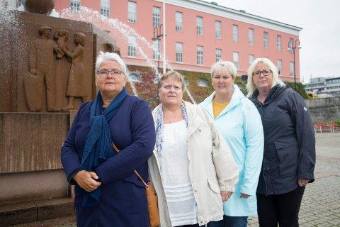 AKSJONERER:  Private barnehagers landsforbund Haugesund protesterer mot ny kommunal barnehage på Flotmyr. F.v Sigrid Solstrand (Steinsfjellet bhg), Hilde Lunde Johannessen (Lysskar bhg.), Randi Johansen (IOGT-barnehagen) og Elin Bauge Dybdahl (Amanda bhg.)