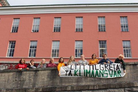 Et knippe lokale Natur og Ungdom-ungdommer i Haugesund var med på en landsomfattende skolestreik i dag.