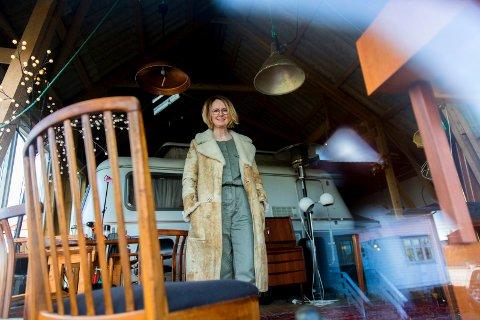 Det begynte som en tilfeldighet. Men nå er lette møbler fra etterkrigstida en stor hobby for Tone Rød Papas.