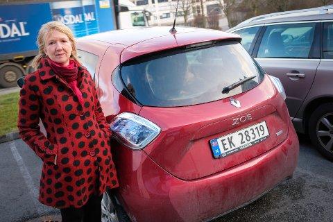 Anne Marie Rolfsnes har blant annet opplevd at elbilen stoppet i bunn av Bømlafjordtunellen.