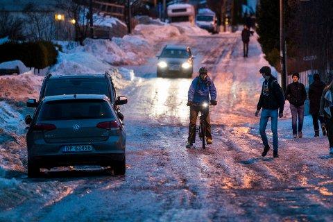 GLATTE VEIER: Det er sendt ut farevarsel om vanskelige kjøreforhold det neste døgnet.