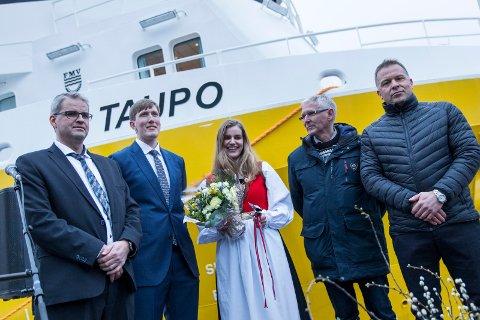 I januar ble «Taupo» døpt i Haugesund: F.v. Kjetil Tufteland, Johan Eidesvik, gudmor Mari Tufteland, Arnt Eidesvik og Åsmund Sørfonn. Nå søker Napier etter folk til en ny prosessbåt.