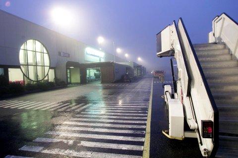 TÅKE: Tåka hindret Oslo-flyet å lande på Haugesund lufthavn, Karmøy i formiddag. Bildet er tatt i en annen sammenheng.