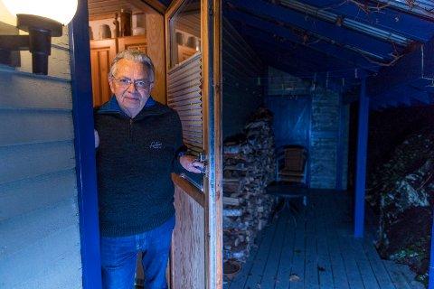 UVEDKOMMENDE PÅ BESØK: Reidar Johan Risvold (69) og kona bor i Saturnvegen på Solvang. Søndag opplevde de at en kvinne i 30-årene gjemte seg på terrassen.