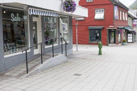 Safa: Det var på butikken Safa, øvst i gågata, at ein tilsett vart rana med kniv i starten av august.Arkivfoto: Sondre Lingås Haukedal