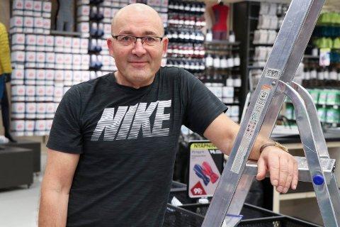 OPPHØR: Butikksjef Olav Vangen ved Sport Norge må stenge i Haugesund.