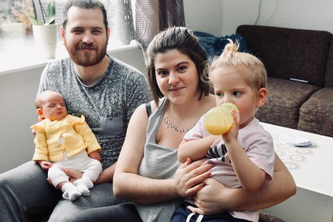 ØNSKER Å BLI: Sondre og Refije Sveen kjemper for at hun skal få bo lovlig i Norge sammen med barna Artemis (to uker) og Andreas (2 1/2)