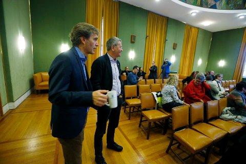 KOMMUNEDIREKTØR: Ole Bernt Thorbjørnsen la fredag fram forslag til Haugesund kommunes pengebruk de neste fire årene. Bak ham står ordfører Arne-Christian Mohn.