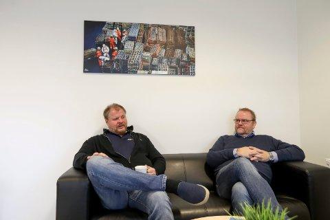 ULIKE ROLLER: (f.v) Grunnlegger og majoritetseier av Multi industrier AS  Rune Johan Simonsen og daglig leder John Steinar Pedersen i lokalene i Aksdal Næringspark i Tysvær.