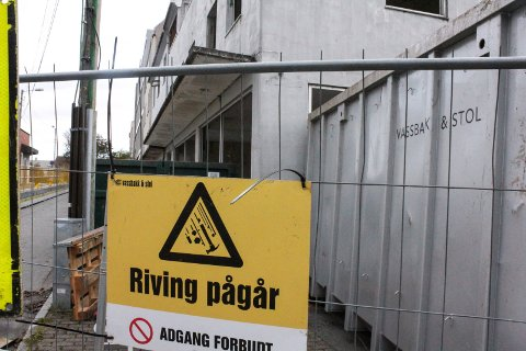 En halv husrekke i Kirkegata nord for Grytå skal rives, og erstattes med et nytt næringsbygg.