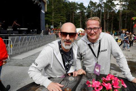 VIL SKJENKE SELV: - Vi ønsker å stå for skjenkingen under Vangenfestivalen, sier styreleder Henry Røthing (til høyre) i Vangenfamilien AS. Her ved siden av festivalsjef Steinar Liadal.