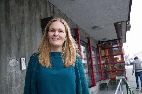 ÅPNER IGJEN: Kinosjef Marit Sætre Færevåg er klar for og gleder seg til gjenåpning av Edda kino.