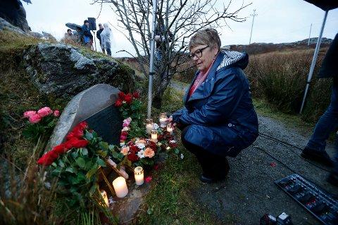 MISTET EKTEMANNEN: Kari Ann Sæverud fra Bømlo sto på kaien på Moster og ventet forgjeves på ektemannen Jarle Siggervåg. Han var en av passasjerene om bord i Sleipner som aldri kom hjem. Tirsdag var Sæverud ved minnesmerket på Ryvarden for aller første gang.
