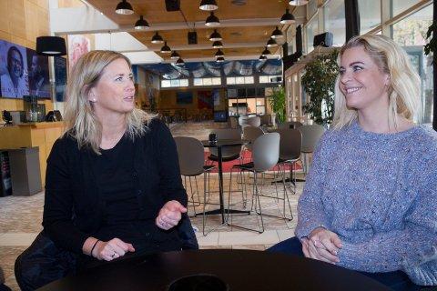 FÅR ENERGI: - Vi får mye energi av å være med i Haugesund barne- og ungdomsteater, sier Stine G. Jensen (til v. ) og Ingunn Soland Drabløs.