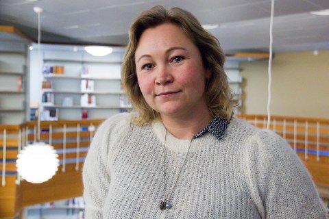 FLYTTER: - Jeg trenger å puste litt og har fått jobb som rådgiver ved fylkesbiblioteket i Vadsø, sier Siri Vikse (37), som har jobbet ved biblioteket i Haugesund siden 2014.