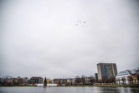 Her flyr jagerflyene over Bergen klokken 12.25.