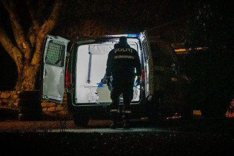 STORT POLITIOPPBUD: Politi fra både Sør-Vest og Vest politidistrikt jobbet på stedet tirsdag.
