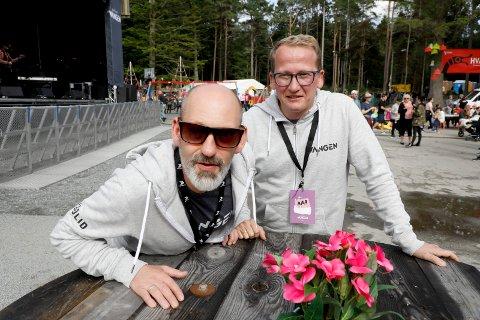 STOR ARTIST: - Vi slipper en stor artist nå i formiddag, sier festivalsjef i Vangenfestivalen Steinar Liadal. Til høyre  styreleder Henry Røthing .