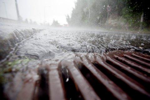 NEDBØR: De neste dagene vil preges av vind, regn og mildere temperaturer, opplyser meteorologen.