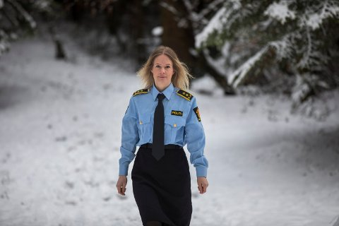 FORLATER POLITIET: Marte Engesli Lysaker (35) legger snart bort uniformen for ei stund. Nå ønsker hun å få en bredere juridisk erfaring og har fått ny jobb hos kommuneadvokaten i Karmøy.