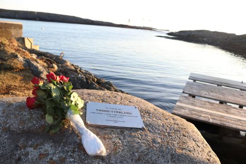 KVALSVIK: Plaketten til minne om Trond Ytreland.