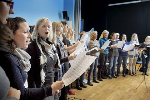 VISSJASSKORET: Ola Bremnes og Vissjasskoret har konsert i Vår Frelsers kirke.