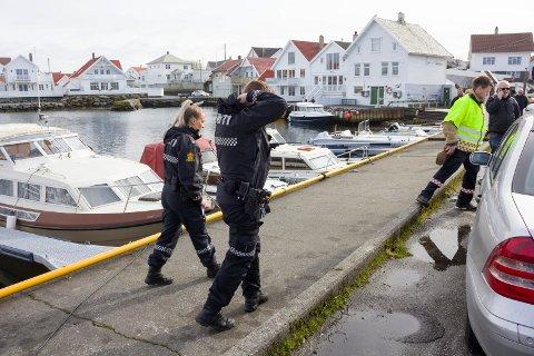 ÅKRABU DRUKNET: Politibetjentene Monique Frida Carolin og Aleksander Nilsen, innsatsleder brann Kjetil Staveland og redningsmann Pål Stava (i telefonen).